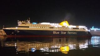 Ίος: Επιχείρηση αποκόλλησης του «Blue Star Patmos» από το λιμάνι