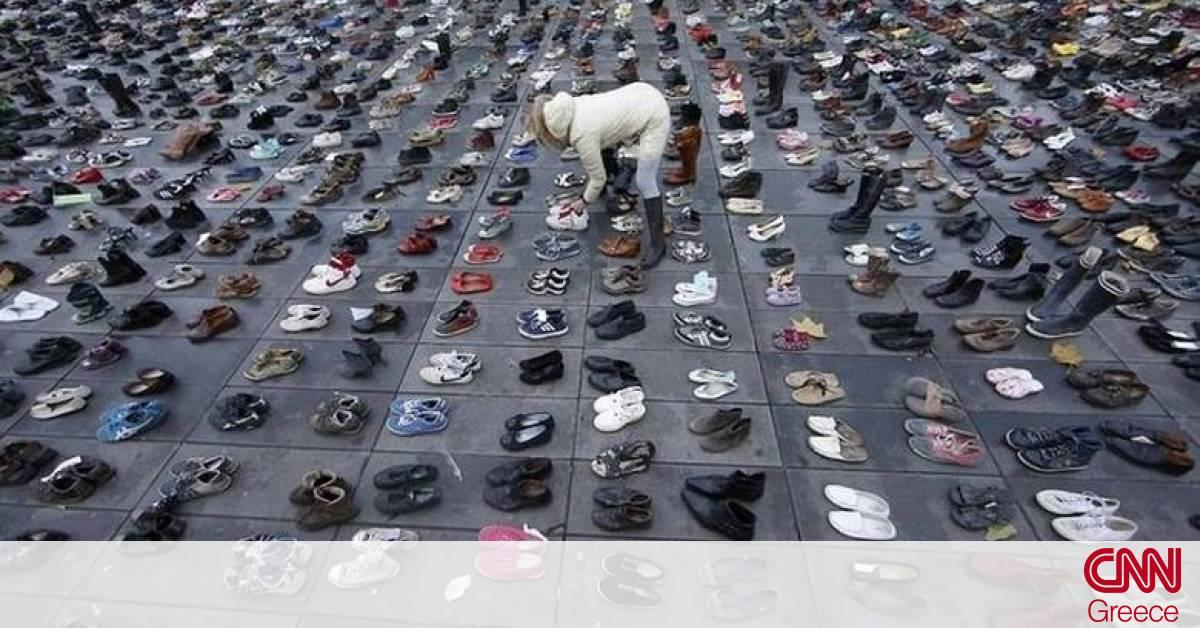 Νέα Ζηλανδία Facebook: Νέα Ζηλανδία: Γονείς κρατούν τα παπούτσια των παιδιών τους