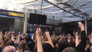 Χιλιάδες Βρετανοί στον σταθμό του τρένου για τον Χάρι Πότερ
