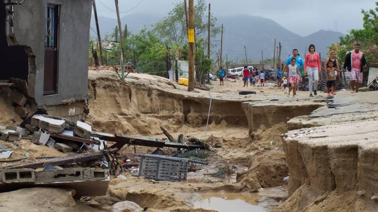 Τροπική καταιγίδα έπληξε το Μεξικό - Τρεις νεκροί (pics)