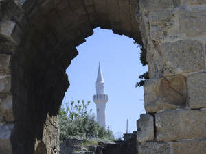 «Βόλτα» στη μεσαιωνική πόλη της Ρόδου