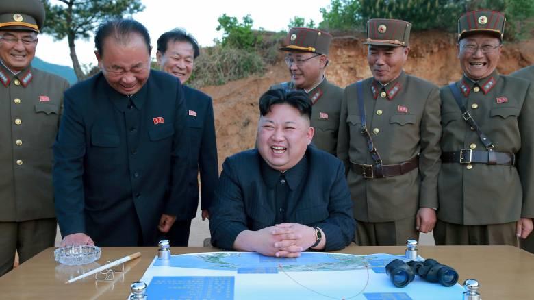 Κιμ Γιονγκ Ουν: Ένα «δειλό παιδί» που κρατά στα χέρια του το πιο ισχυρό όπλο του πλανήτη (pics&vid)