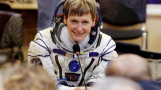 Επιστροφή στη Γη για την ρεκορντγούμαν της NASA