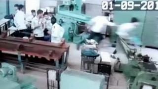 Χάος σε σχολική αίθουσα της Ινδίας: Μαθητής έβγαλε πιστόλι και πυροβόλησε συμμαθητή του (Vid)