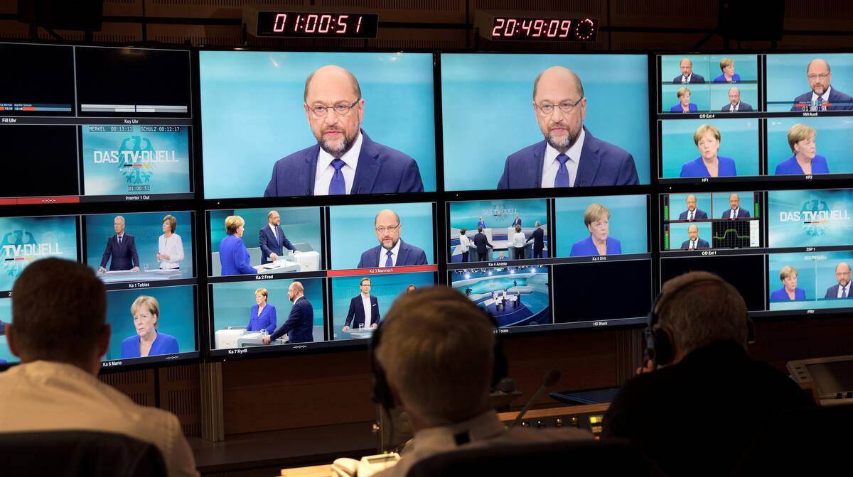 2017 09 03T195627Z 2018262801 RC1EEE3656E0 RTRMADP 3 GERMANY ELECTION MERKEL SCHULZ DEBATE