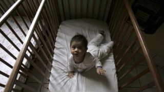 Τα μωρά κοιμούνται καλύτερα στο δικό τους δωμάτιο και όχι στων γονιών τους
