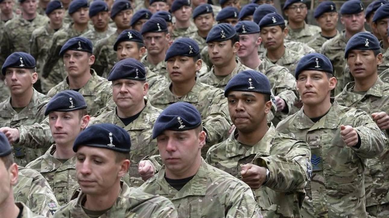 Βρετανία: Συνελήφθησαν στρατιωτικοί νεοναζί, ύποπτοι για τρομοκρατικές ενέργειες