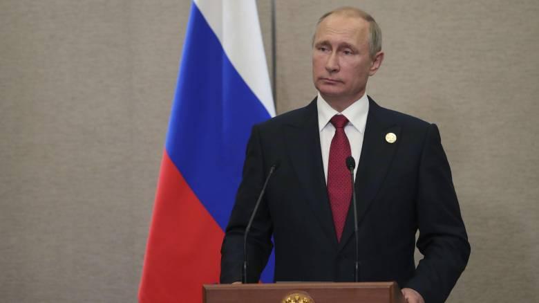 Ο Πούτιν προειδοποιεί τις ΗΠΑ να μην στείλουν όπλα στην Ουκρανία