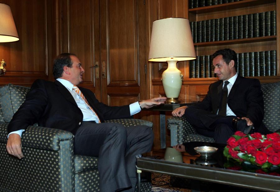 Greek Prime Minister Costas Karamanlis meets with visiting French Interior Minister Nicolas Sarkozy at Maximos Mansion in Athens Friday 21 July 2006 ΜΑΡΟΓΙΑΝΝΗ ΜΑΡΙΑ ΑΠΕ ΜΠΕ 1