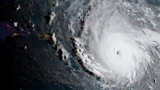 Ο τυφώνας Ίρμα θέτει σε κατάσταση έκτακτου συναγερμού νησιά της Καραϊβικής (pics&vid)