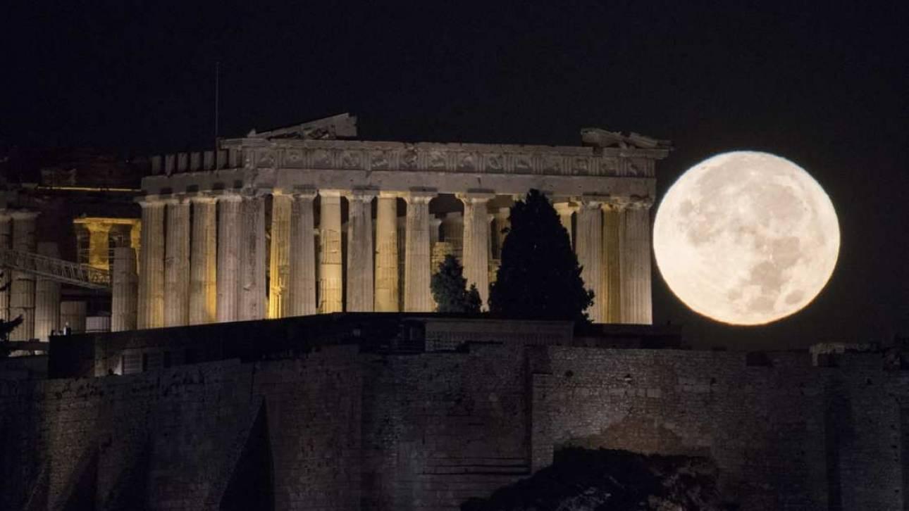 Πανσέληνος: Λυρικότητα και έβδομη τέχνη στους στύλους Ολυμπίου Διός