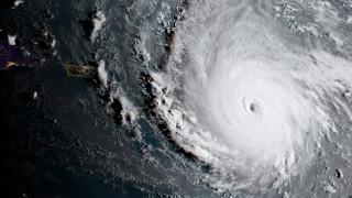 Ο τυφώνας Ίρμα «χτύπησε» τα νησιά της Καραϊβικής και απειλεί με πλημμύρες