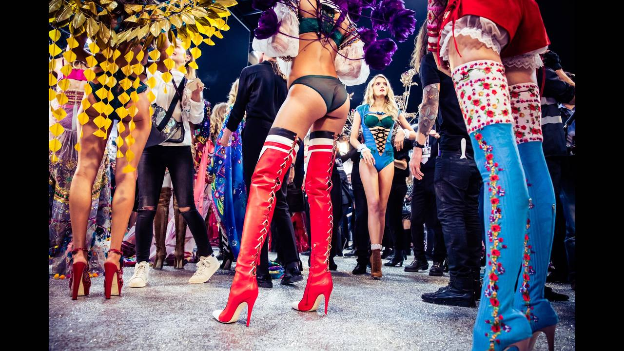 https://cdn.cnngreece.gr/media/news/2017/09/06/96323/photos/snapshot/victorias-secret-fashion-show-2016-ss05.jpg