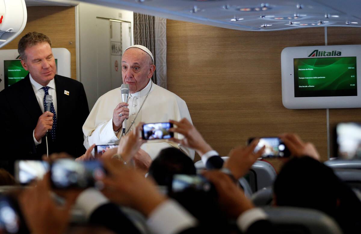 2017 09 06T131211Z 224217440 RC1441ECA9F0 RTRMADP 3 POPE COLOMBIA