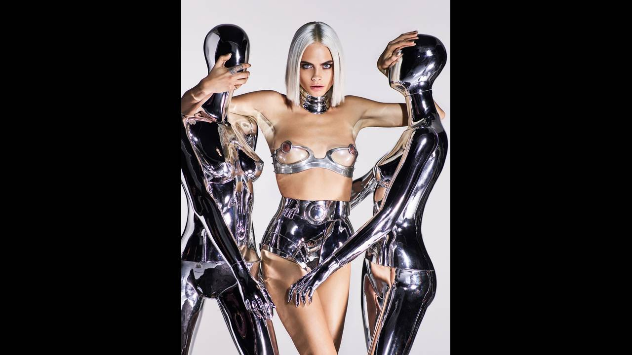 https://cdn.cnngreece.gr/media/news/2017/09/06/96351/photos/snapshot/Cara-Delevingne-Sexy-GQ-UK-August-2017-Cover-Photoshoot02.jpg