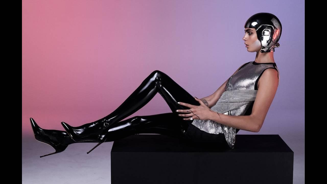 https://cdn.cnngreece.gr/media/news/2017/09/06/96351/photos/snapshot/Cara-Delevingne-Sexy-GQ-UK-August-2017-Cover-Photoshoot04.jpg