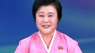 Ποια είναι η «ροζ κυρία» που ανακοινώνει τις πυρηνικές δοκιμές της Βόρειας Κορέας (pics&vids)