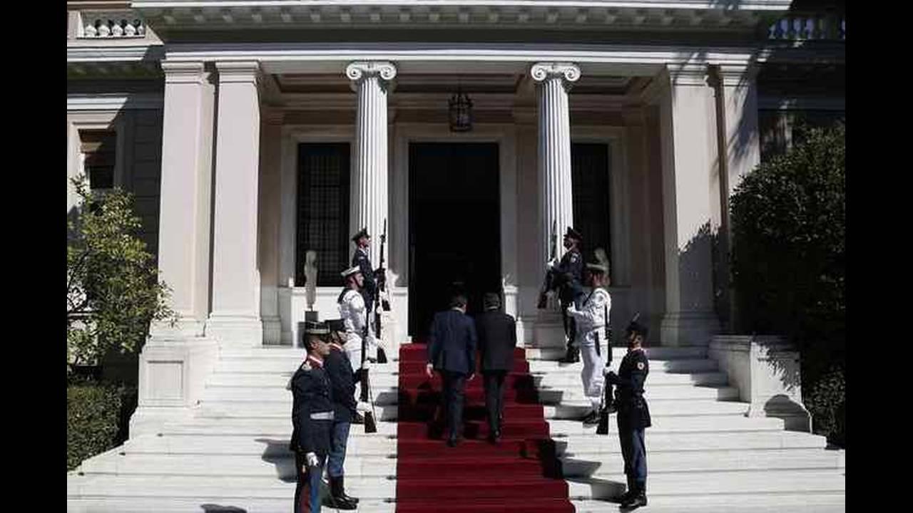 https://cdn.cnngreece.gr/media/news/2017/09/07/96457/photos/snapshot/macron-tsipras-4.jpg