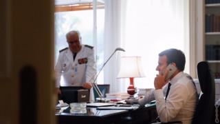 Ο Μακρόν ενημερώνεται για τον τυφώνα Ίρμα από την Αθήνα (pic)