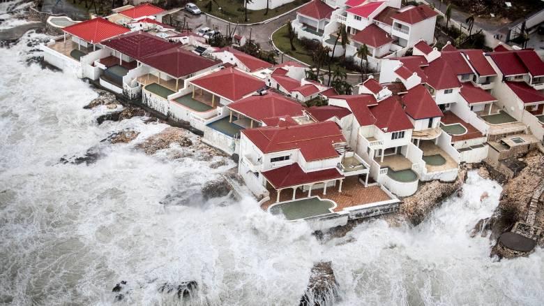 Καταστροφές και νεκρούς μετρούν τα νησιά της Καραϊβικής από το σαρωτικό πέρασμα της Ίρμα