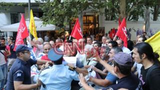 Μέλη της ΛΑΕ επιχείρησαν να φθάσουν στην Πνύκα - Επεισόδια με τα ΜΑΤ (vid)