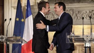 Handelsblatt: Κατάσταση win-win η επίσκεψη Μακρόν στην Ελλάδα