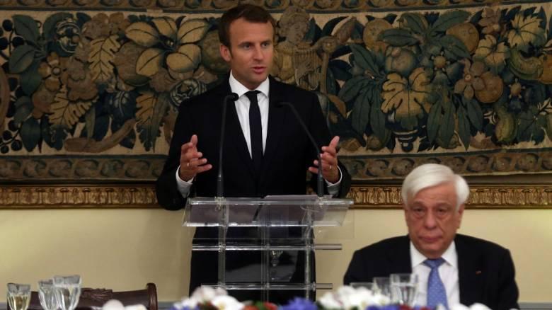 Μακρόν: Ήρθε η ώρα η Ελλάδα να ξανακοιτάξει προς το μέλλον
