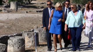 Με κοντό μπλε φόρεμα η Μπριζίτ Μακρόν έκλεψε τις εντυπώσεις στην Αρχαία Αγορά (pics)