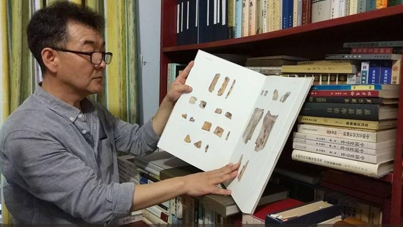 Ο Νοτιοκορεάτης που διδάσκει την αρχαία τέχνη της οστεομαντείας στην Κίνα (pics)