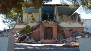 «Πυρετώδεις» προετοιμασίες για να λειτουργήσουν τα σχολεία  στη σεισμόπληκτη Βρίσα (pics)