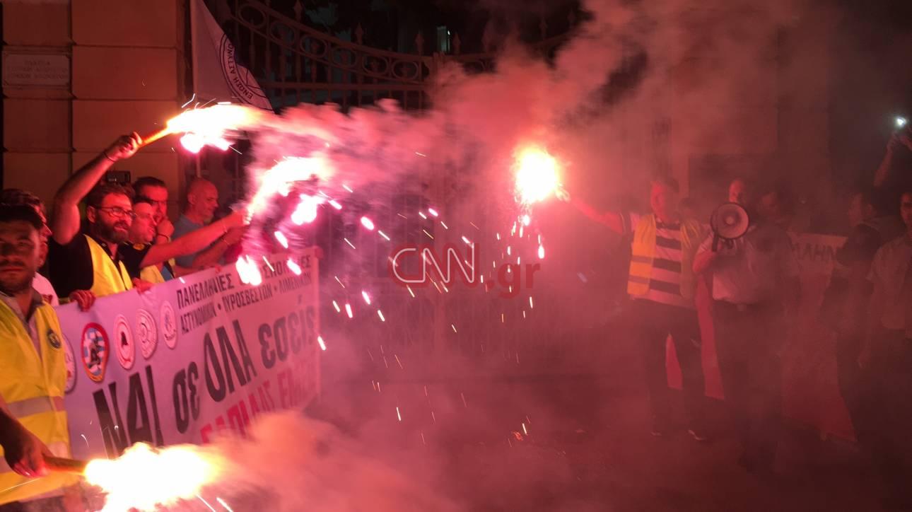 ΔΕΘ 2017: Ολοκληρώθηκε η πορεία διαμαρτυρίας των ενστόλων (pics&vid)