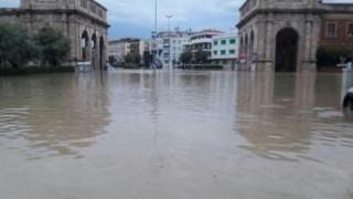 Πέντε νεκροί από τη σφοδρή κακοκαιρία στο Λιβόρνο της Ιταλίας (pics)