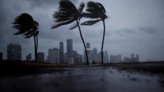 Στο έλεος της Ίρμα η Φλόριντα - Νέα βίντεο από την έλευση του τυφώνα