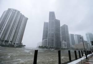 Η μανία του τυφώνα Ίρμα μέσα από φωτογραφίες