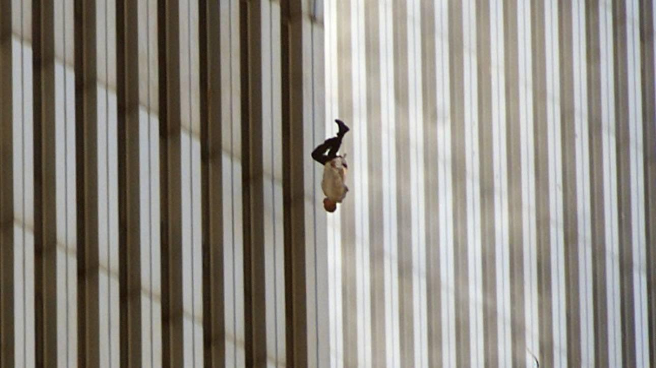 11η Σεπτεμβρίου: Η ιστορία του ανθρώπου που πέφτει στοιχειώνει τις μνήμες