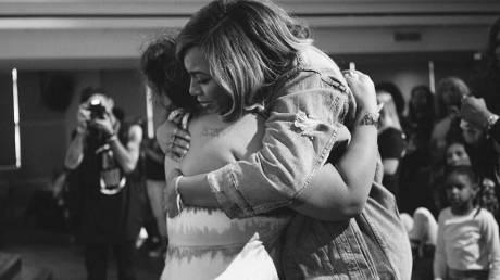 «Αυτή είναι μια γιορτή επιβίωσης»: Η Beyoncé στο πλευρό των πληγέντων του Χάρβεϊ
