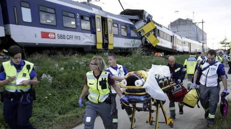 Σύγκρουση τρένων στην Ελβετία – Δεκάδες τραυματίες