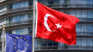 ΥΠΕΞ Γερμανίας: Μόνο να χαμογελάσει μπορεί κανείς με την ταξιδιωτική οδηγία Τουρκίας