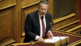 Ενημέρωση για τη στάση του ελληνικού ΥΠΕΞ στο ζήτημα της ονομασίας της ΠΓΔΜ ζητά ο Κουμουτσάκος
