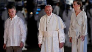Πάπας: Νιώθω ευγνωμοσύνη προς την Ελλάδα και την Ιταλία που υποδέχτηκαν πρόσφυγες