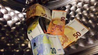 Πολλαπλασιάζονται οι οφειλέτες του Δημoσίου που ελέγχονται για «ξέπλυμα» χρήματος