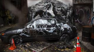 Ο Banksy πολεμά με την τέχνη του τη βιομηχανία όπλων