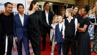 Αντζελίνα Τζολί: Με τα έξι παιδιά της μονοπωλεί τα φλας στο Τορόντο