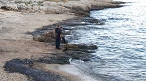 Εικόνες από τη θαλάσσια ρύπανση στην περιοχή της Πειραϊκής.