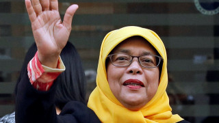 #NotMyPresident singapore: Η πρώτη γυναίκα πρόεδρος έγινε trend επειδή... δεν εξελέγη