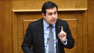 Να συγκληθεί άμεσα η επιτροπή Περιβάλλοντος για την πετρελαιοκηλίδα στο Σαρωνικό ζητά ο Μηταράκης