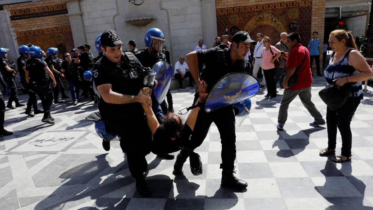 Τουρκία: Βίαια επεισόδια την πρώτη ημέρα της δίκης δύο εκπαιδευτικών (pics)