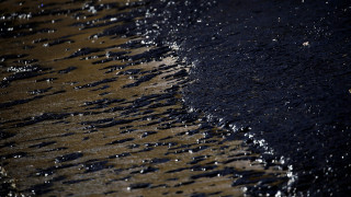 Εγκληματική ολιγωρία για την οικολογική καταστροφή του Σαρωνικού καταλογίζει στην κυβέρνηση η ΝΔ