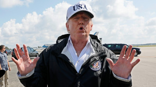 Ο Τραμπ δεν συνδέει τους τυφώνες με την κλιματική αλλαγή