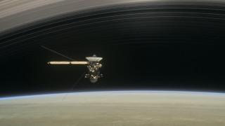 Σήμερα «αυτοκτονεί» το διαστημικό σκάφος Cassini στον Κρόνο (vids)